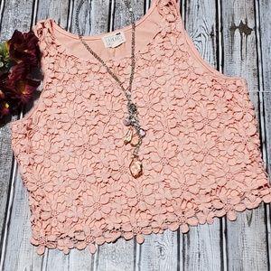 NWOT L.A. Hearts Floral Lace Crop. Peach Sz. M